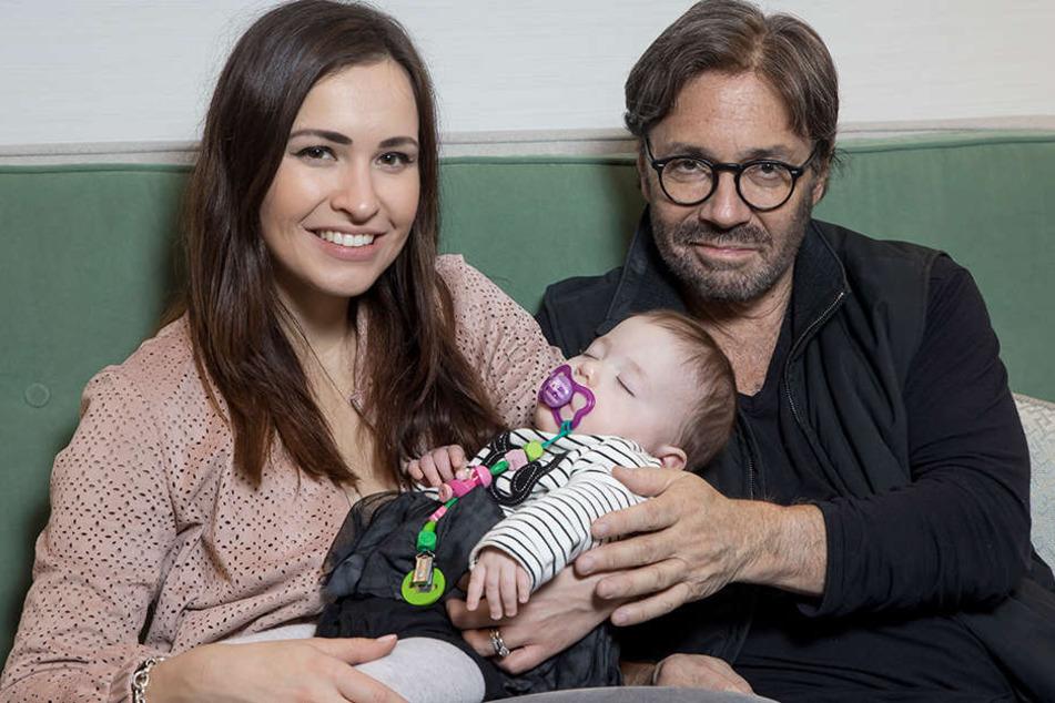Grammy-Gewinner Al Di Meola (62)  geht mit seiner Frau Stephanie (29) und Töchterchen Ava auf Konzertreisen.