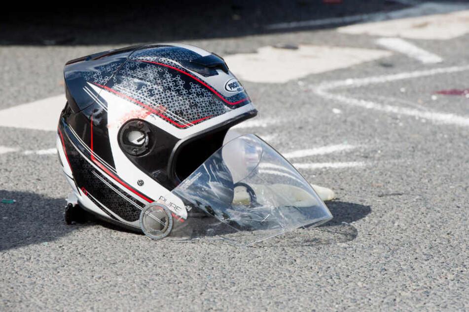 Der 28-jährige Motorradfahrer erlag noch an der Unfallstelle seinen schweren Verletzungen. (Symbolbild)