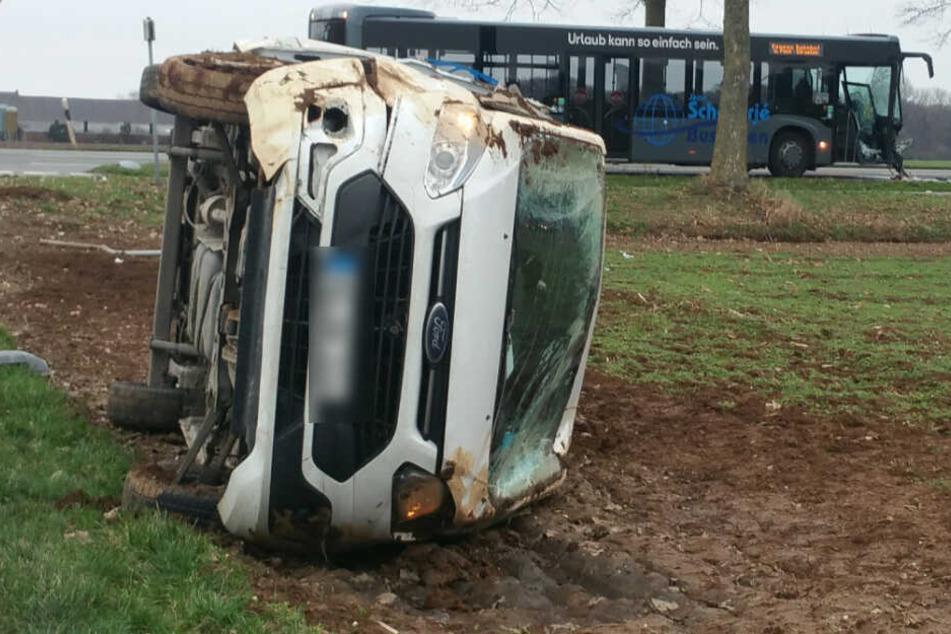 Linienbus-kracht-in-Ford-Transit-Sieben-Verletzte