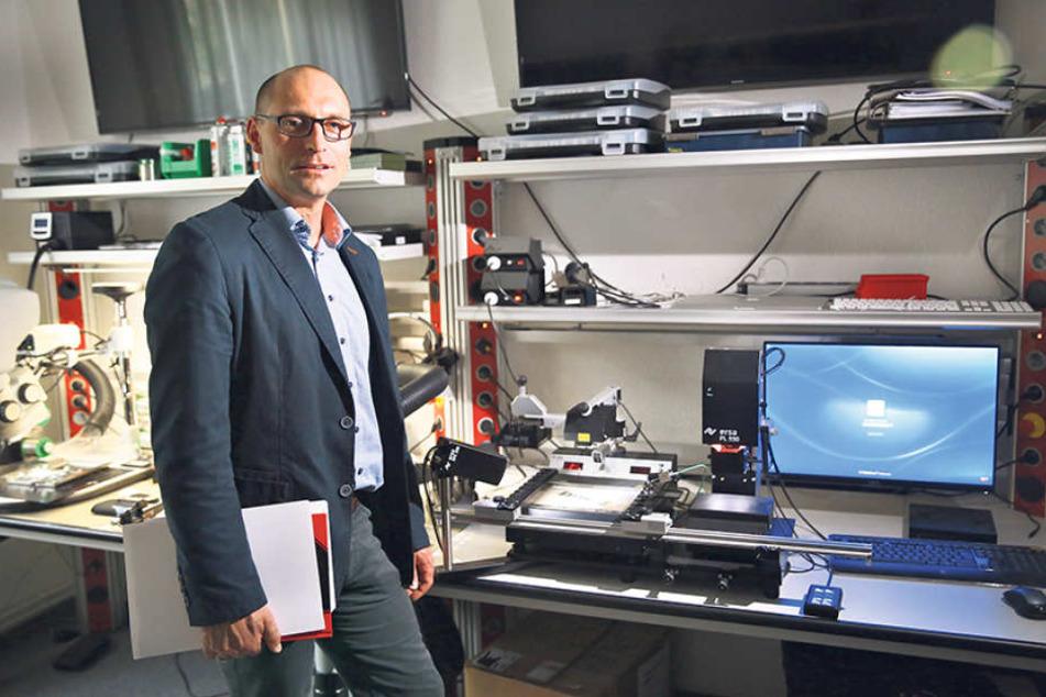 Auf Streife im Netz: Kriminaloberrat Henrik Hohenlohes (39) Cyber-Cops jagen  Betrüger und Kinderschänder im Darknet.