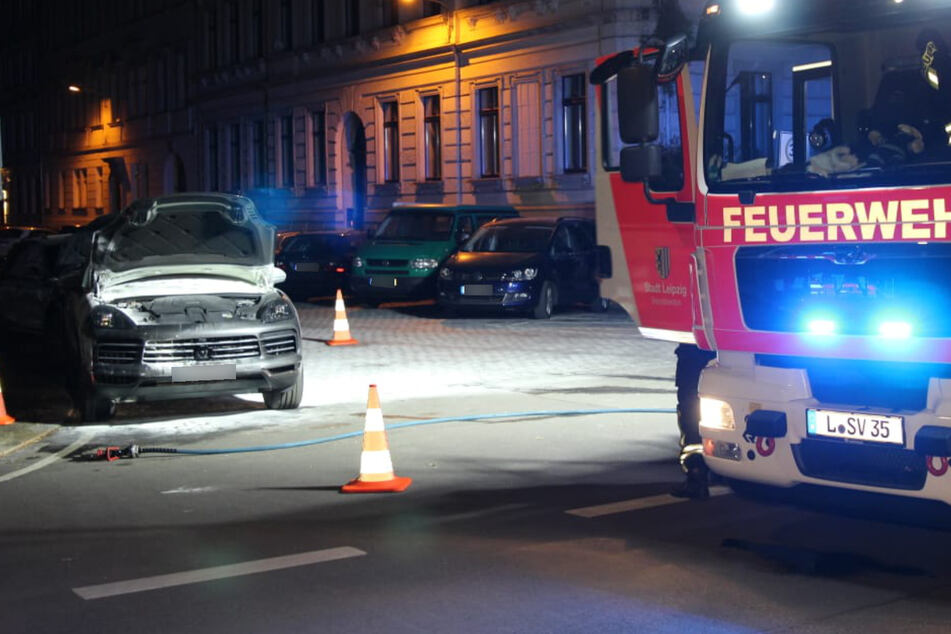 Zwei Porsche in Leipzig in Flammen: War es Brandstiftung?