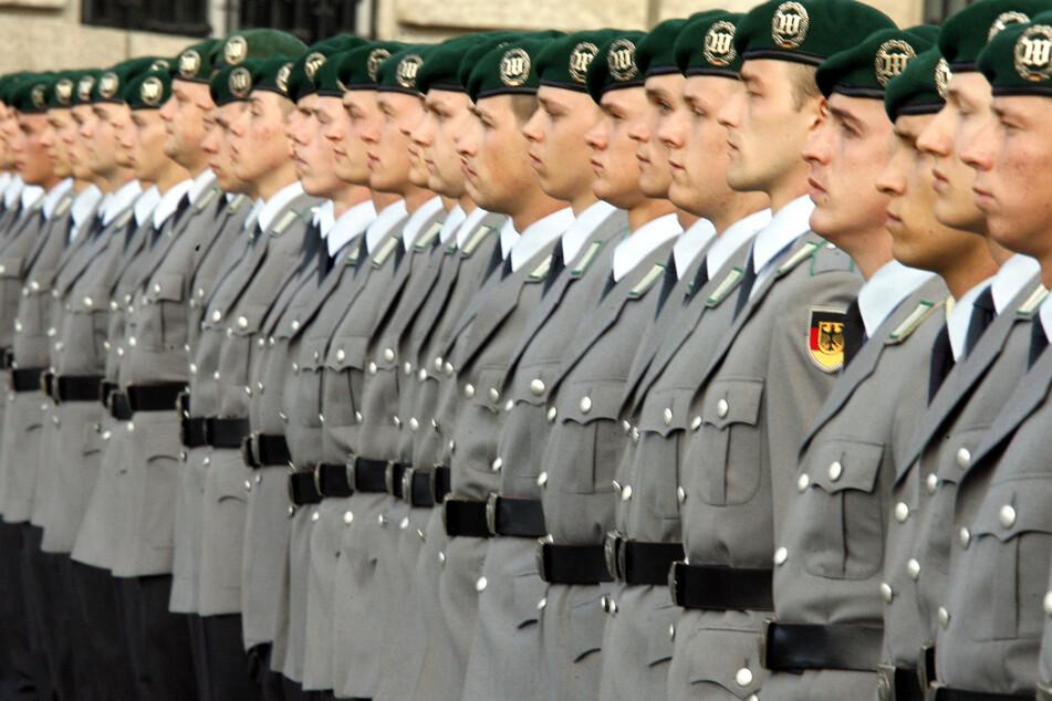 """Kommt die Wehrpflicht zurück? Politikerin bezeichnet Aussetzung als """"Riesenfehler"""""""