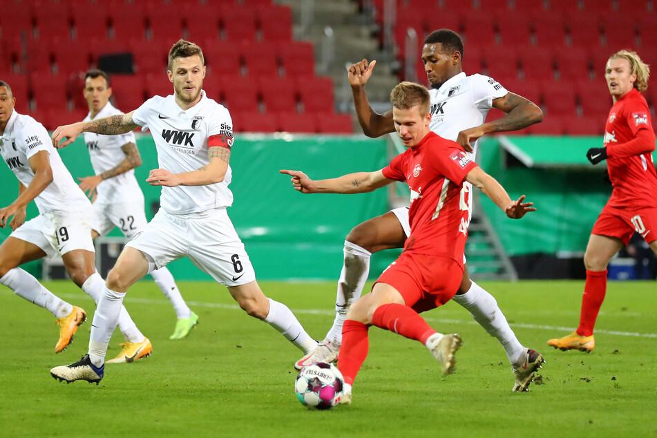 """Nagelsmann wollte """"unbequeme"""" Spieler haben, setzte in der Startelf auf Olmo (Mitte) und Forsberg (rechts). Die Änderungen zahlten sich aus. Augsburg hatte in der ersten Hälfte kaum Zeit zum Verschnaufen."""