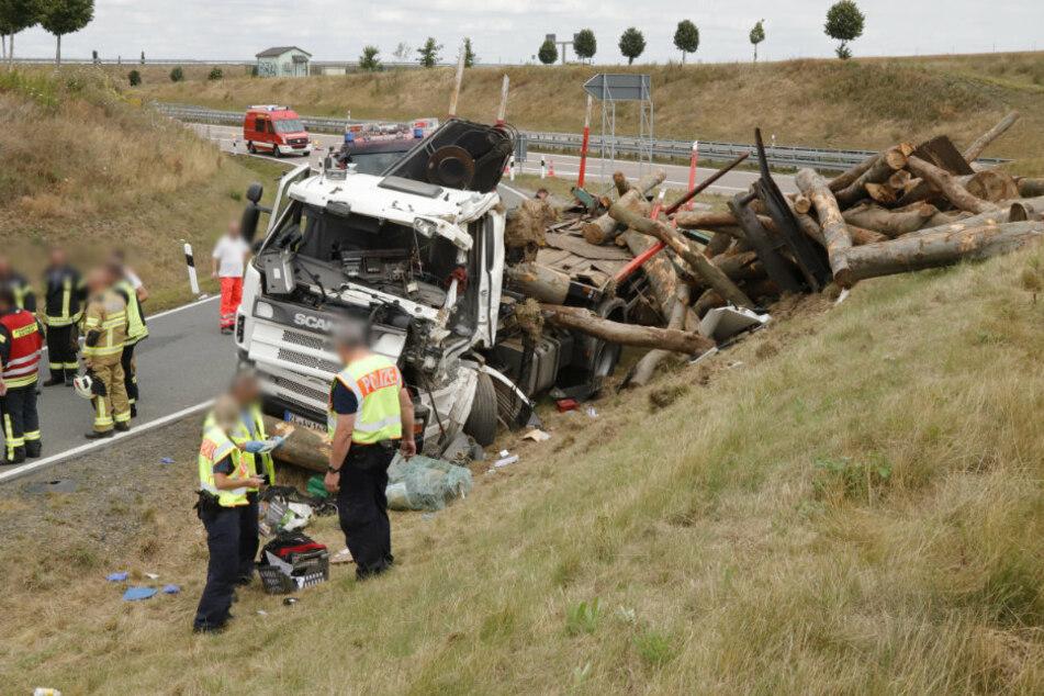 Staugefahr! Umgekippter Lkw blockiert A72-Ausfahrt