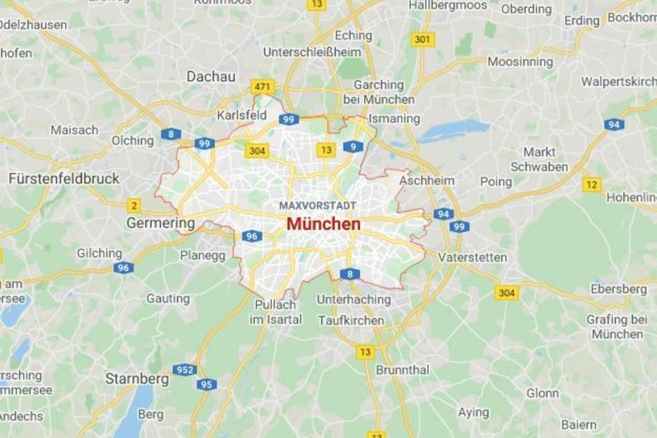Bei einem Lastwagen-Abbiegeunfall ist in München ein Radfahrer lebensgefährlich verletzt worden.