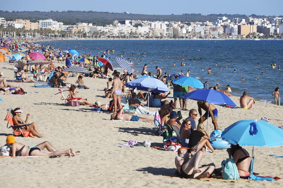 Nach Mallorca-Urlaub: Familie kehrt mit Corona-Virus nach Deutschland zurück