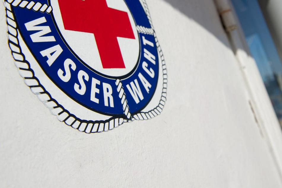 Ein junger Rettungsschwimmer hat einem 83-Jährigen im Chiemsee das Leben gerettet. (Symbolbild)