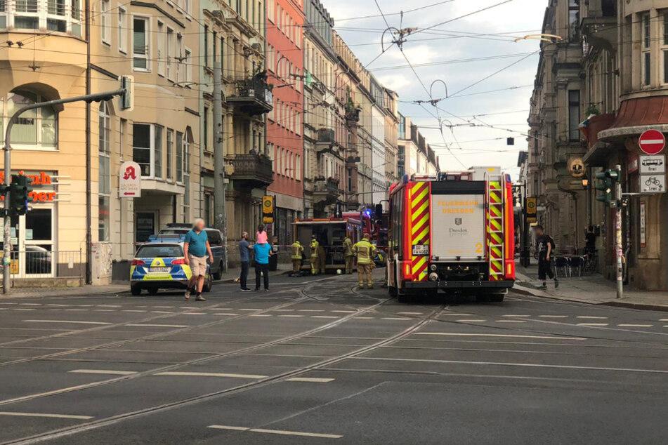 Feuerwehr und Polizei vor Ort in der Hoyerswerdaer Straße.