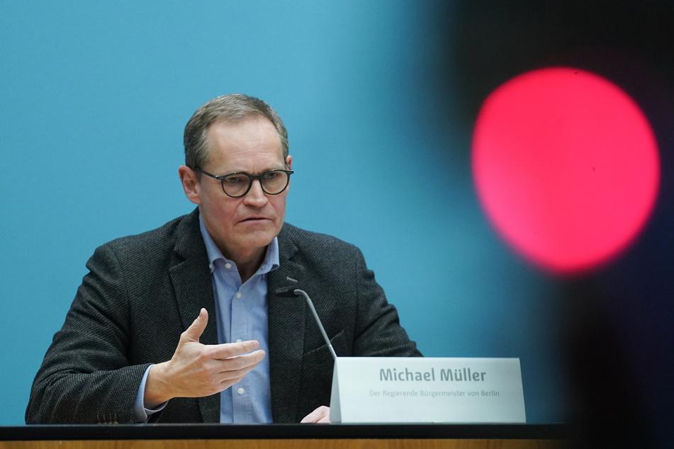 Michael Müller (56, SPD), Regierender Bürgermeister, spricht bei einer Pressekonferenz nach einer Senatssitzung.