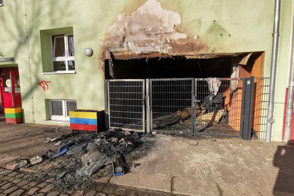 Feuerteufel zünden Mülltonnen an: Flammen greifen auf Leipziger Kitas über