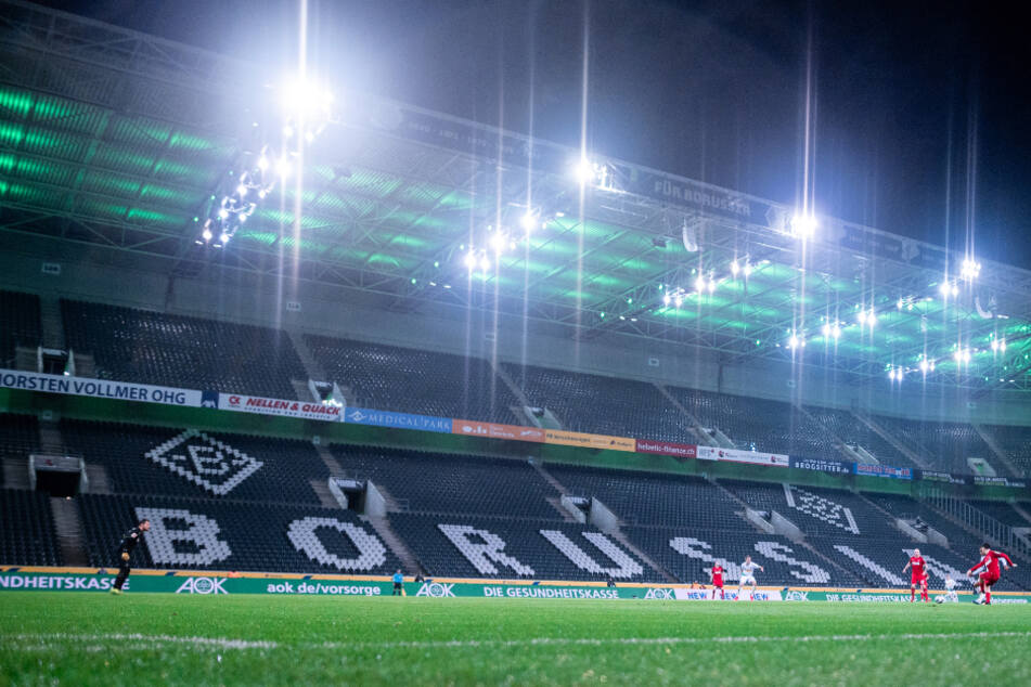 Geisterspiel-Atmosphäre im Borussia Park. Zwei Angestellte von Borussia Mönchengladbach sollen sich mit dem Coronavirus infiziert haben. (Symbolbild).