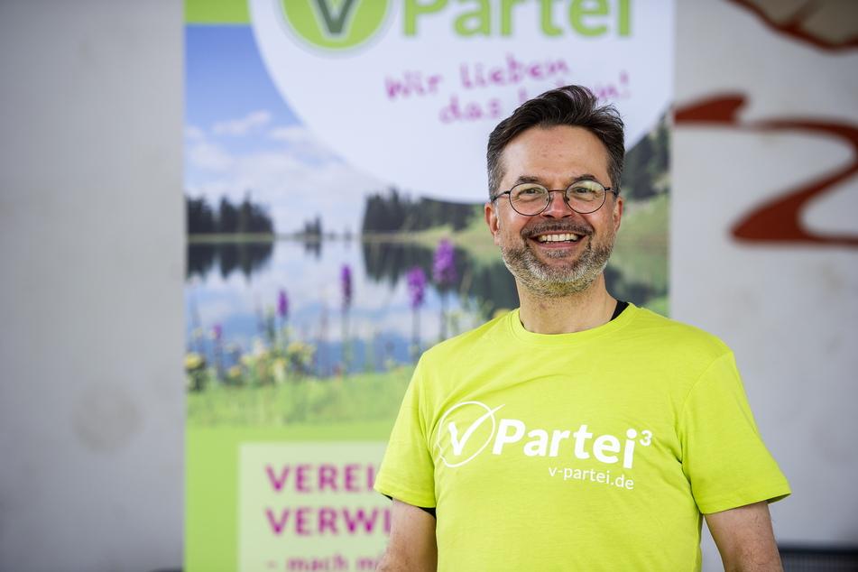 Er kämpft für eine Welt ohne Tierquälerei: Der Chemnitzer Thomas Lörinczy (50) kandidiert für die V-Partei³ zum Bundestag.