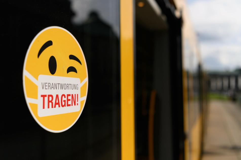 Seit einer Weiler herrscht in Bussen und Bahnen Maskenpflicht.