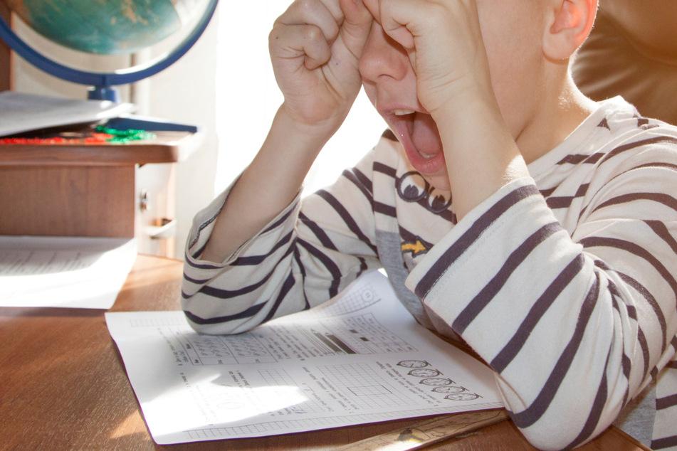Über Hausaufgaben verzweifelt, nahm ein kleiner Junge im Allgäu Reißaus. (Symbolbild)