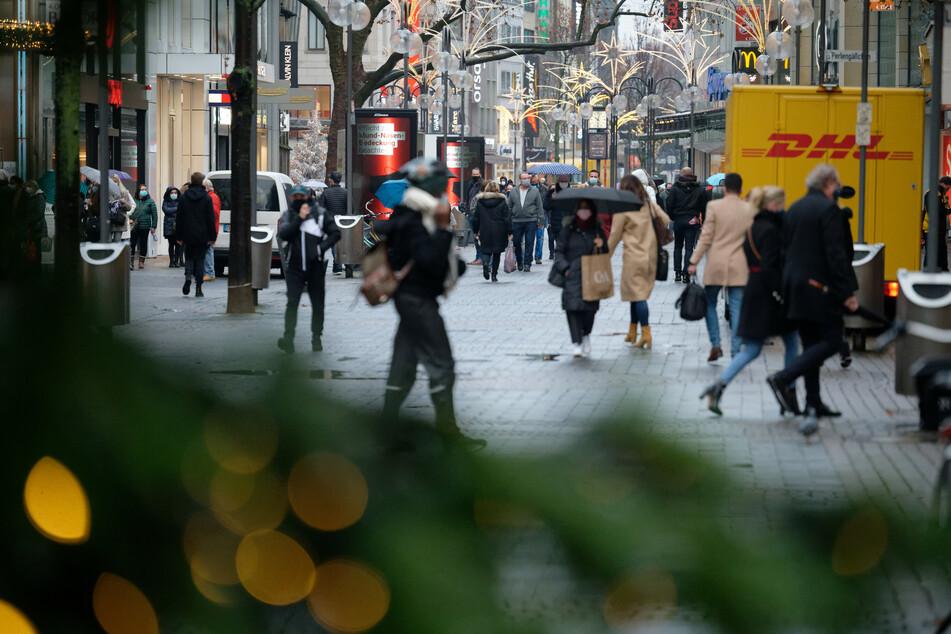 NRW: Ansturm auf Innenstädte und Friseur-Salons vor hartem Lockdown
