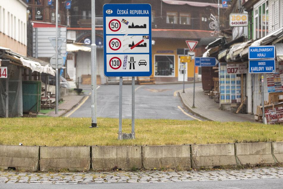 Die Straßen sind leer, die Restaurants und Kneipen dicht! In diesen Tagen will kaum jemand in die tschechischen Grenzorte. Das liegt auch an dem Ein- und Ausreiseverbot.
