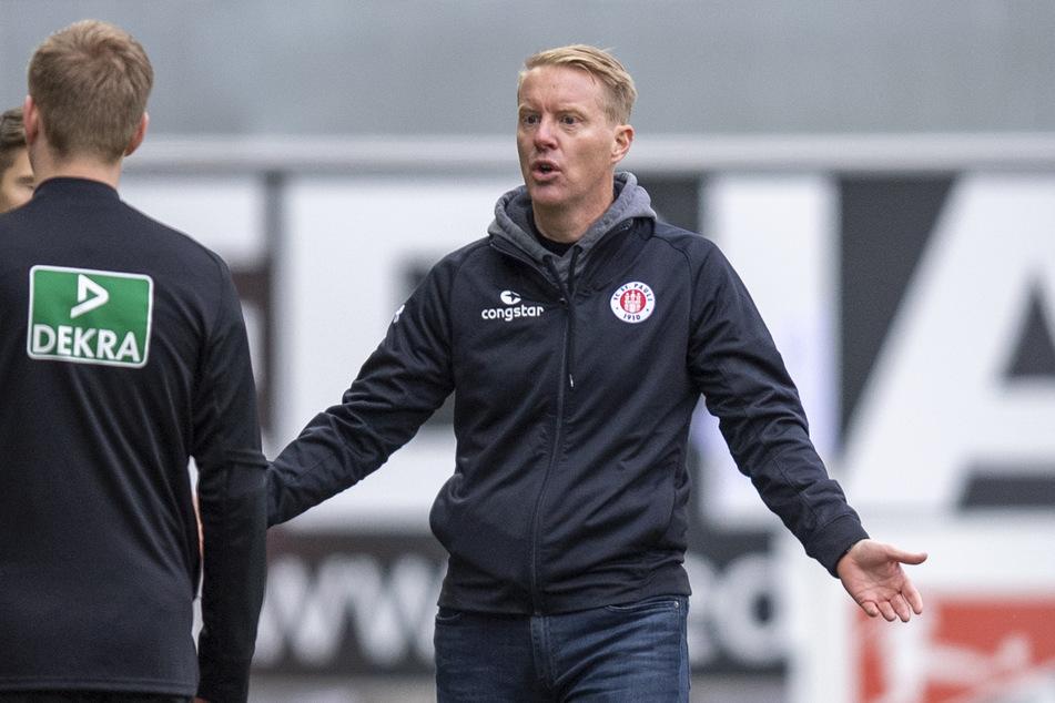 Timo Schultz, Trainer des FC St. Pauli, war nach dem Spiel gegen den SC Paderborn mächtig sauer auf seine Mannschaft.