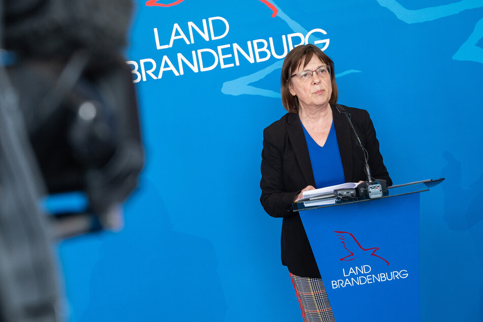 Ursula Nonnemacher (Bündnis 90/Die Grünen), Gesundheitsministerin von Brandenburg, verfolgt lokale Strategien zur Eindämmung des Coronavirus.
