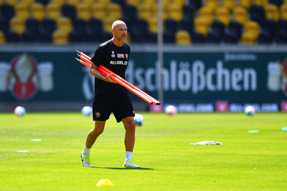 Dynamo-Trainer Alexander Schmidt (52) legte wieder los mit seiner Truppe. Aber er drückte das Gaspedal noch nicht völlig durch.