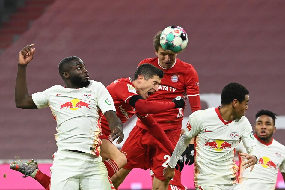 Im 3:3-Hinspiel zwischen RB und Bayern konnte Dayot Upamecano (22) Lewandowski in Schach halten. Er erzielte kein Tor. (Archivbild)