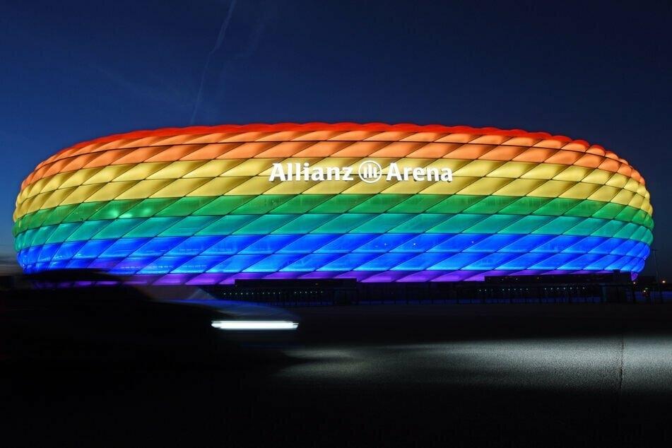 Mehrere Fraktionen des Münchner Stadtrats wollen die EM-Arena beim Spiel Deutschland gegen Ungarn in Regenbogenfarben beleuchtet sehen. (Archiv)