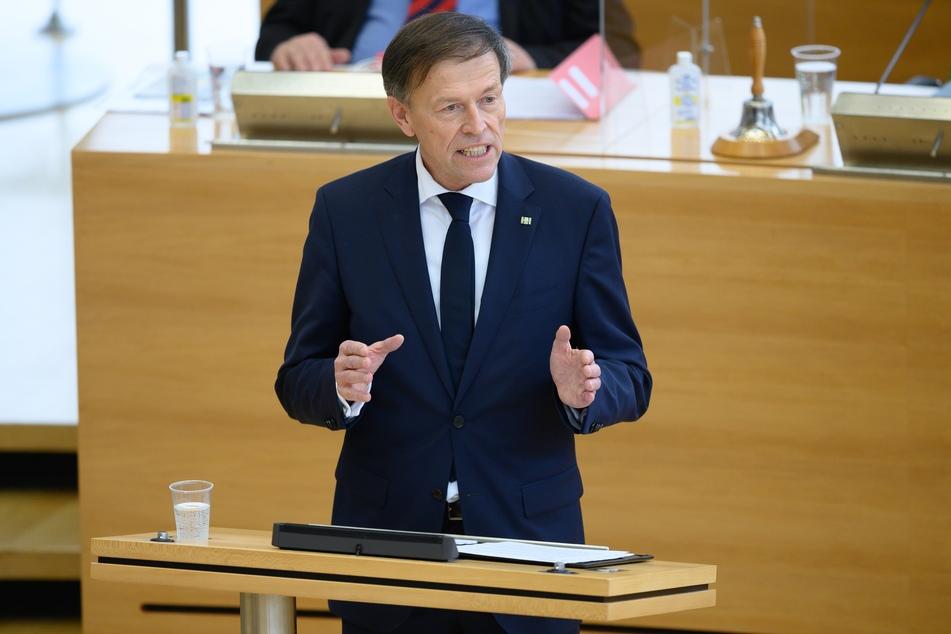 Der Präsident des sächsischen Landtags Matthias Rößler (65, CDU) hat den Vorfall am Montag verurteilt.