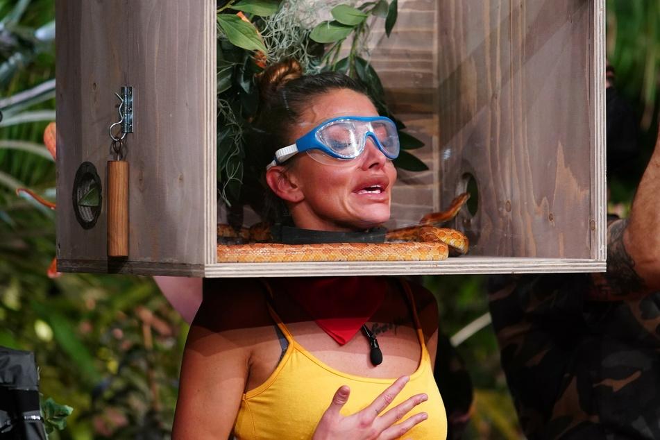 """Tag 7: Dschungelprüfung-Tauglichkeitsprüfung """"Um Kopf und Kragen"""". Christina (29) allerdings hat größte Angst sind Schlangen... und """"f*ckt mal wieder ihr Leben""""."""