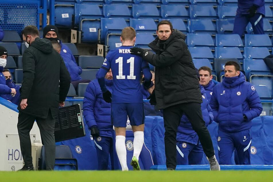 Nach 68 Minuten hatte Timo Werner ausgedient, wurde von seinem Trainer Frank Lampard (42) für sein Tor beglückwünscht.