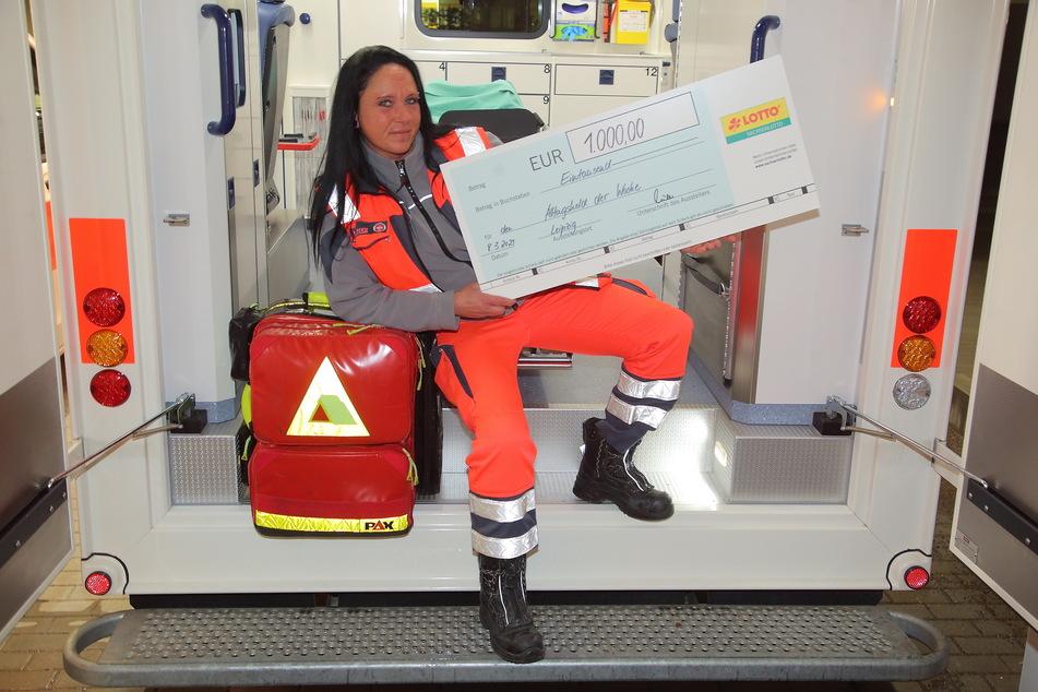 Aufgrund ihres Einsatzes wurde Anja zur Wochen-Gewinnerin gekürt und erhielt die 1.000 Euro Heldenprämie.