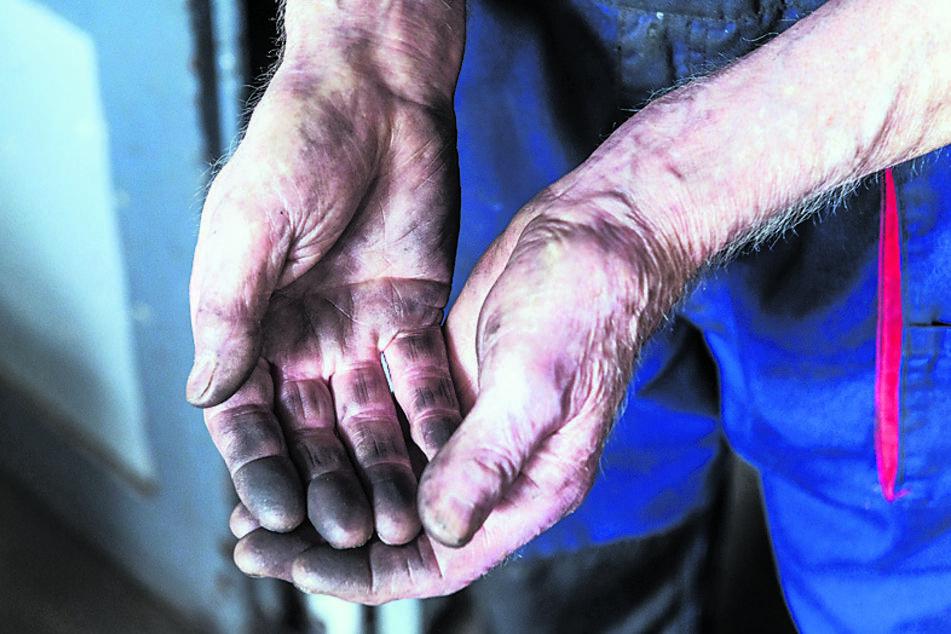 Weiterhin macht sich der Meister die Hände schmutzig.