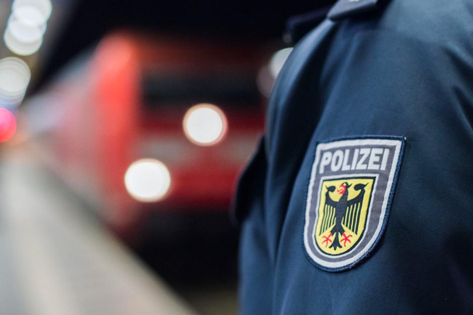 Die Bundespolizei sucht nach den beteiligten Tätern in Augsburg. (Symbolbild)