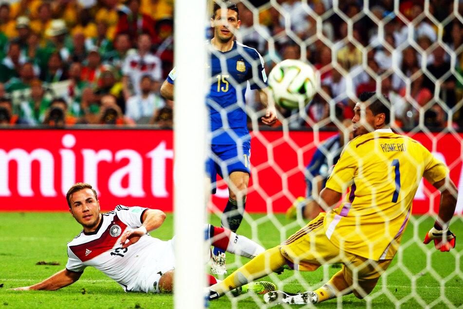 Legendär: Mario Götzes (28, l.) Siegtor für Deutschland im WM-Finale 2014 gegen Argentinien.