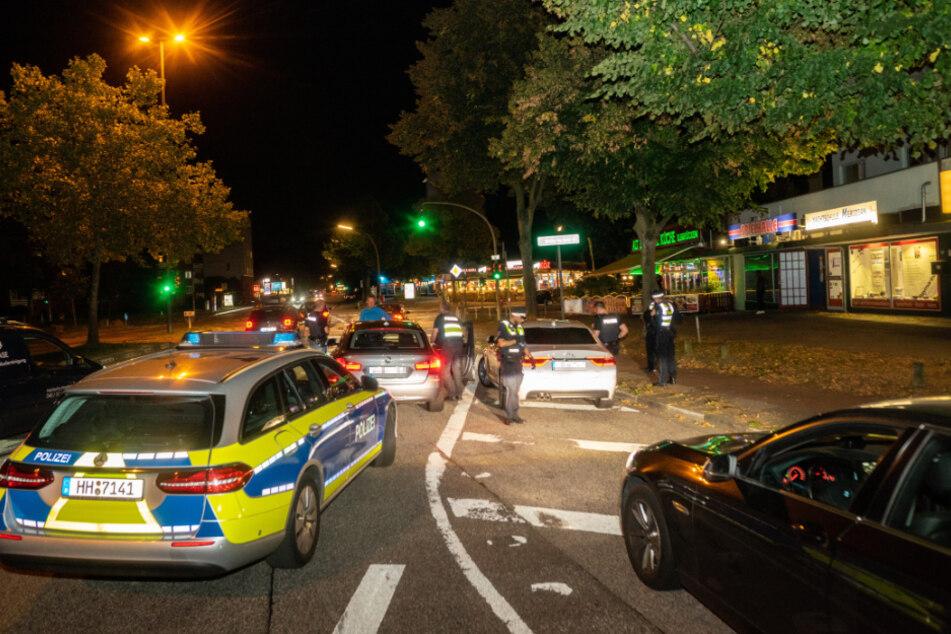 Streifenwagen haben ein Luxus-Auto nach einer Verfolgungsfahrt am Billhorner Röhrendamm gestoppt.