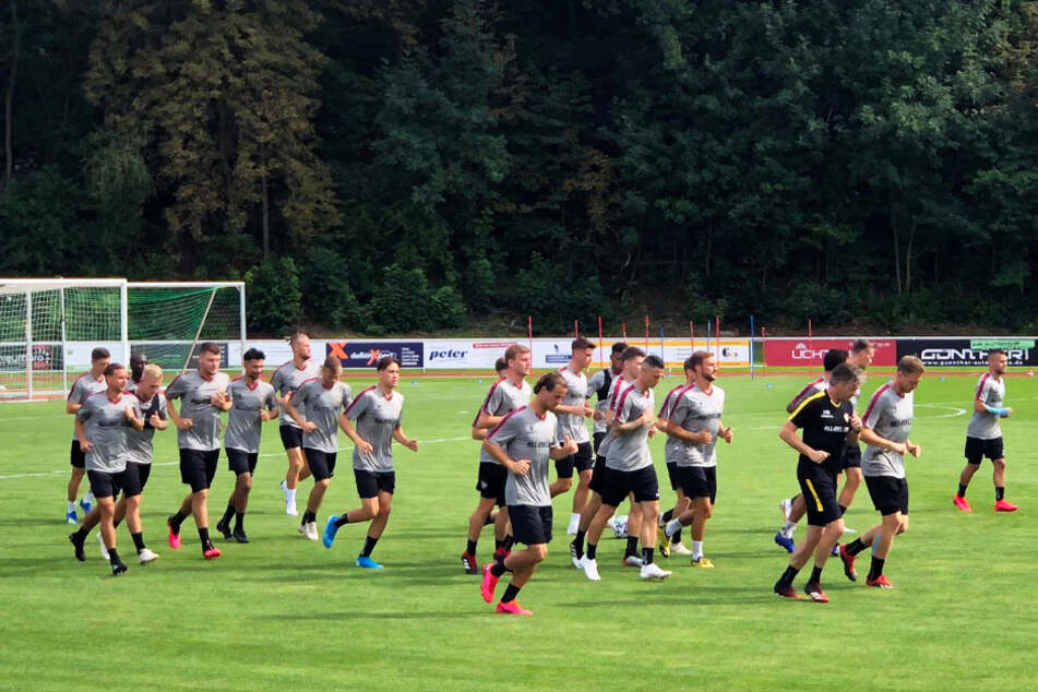 Erste Laufeinheit für die Dynamo-Profis.