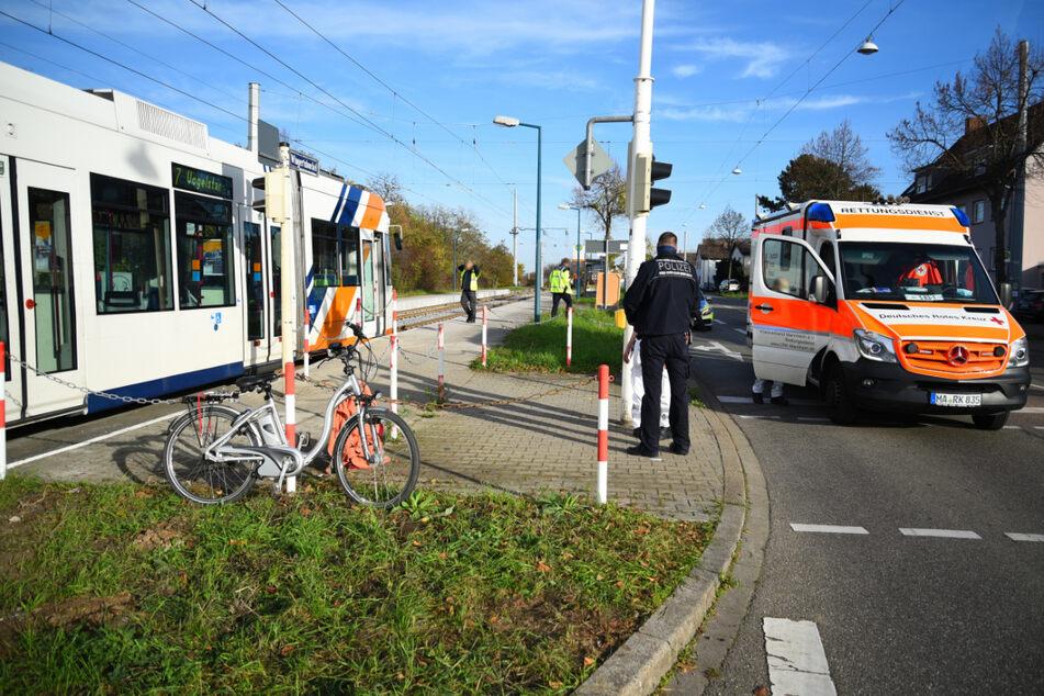 Tödlicher Unfall: Radfahrerin stößt mit Straßenbahn zusammen