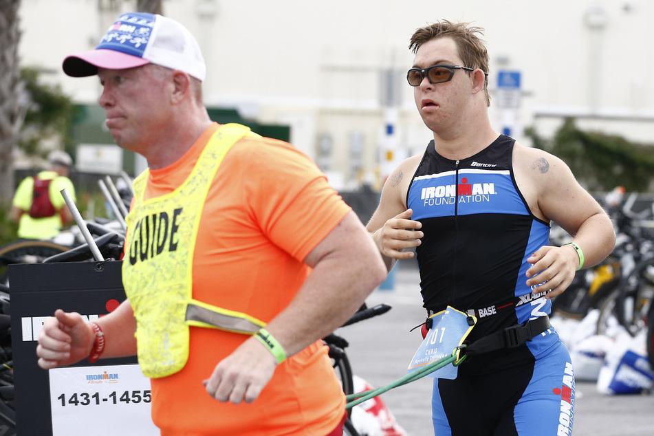 Für die 3,86 Kilometer Schwimmen, 180,2 Kilometer Radfahren und 42,2 Kilometer Laufen benötigte Chris Nikic beim Ironman Florida 16:46:09 Stunden.