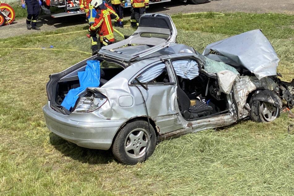 Vier Menschen bei schlimmem Unfall schwer verletzt