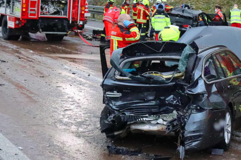 18 Verletzte bei acht Unfällen auf A8: Es krachte im Sekundentakt bei Schneeregen