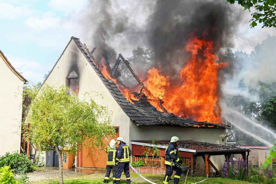 Die Scheune stand lichterloh in Flammen.