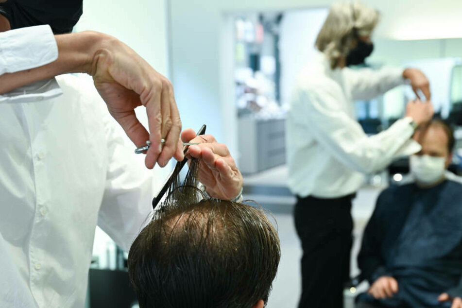 Den Friseuren bricht durch den Lockdown die umsatzstärkste Zeit weg.