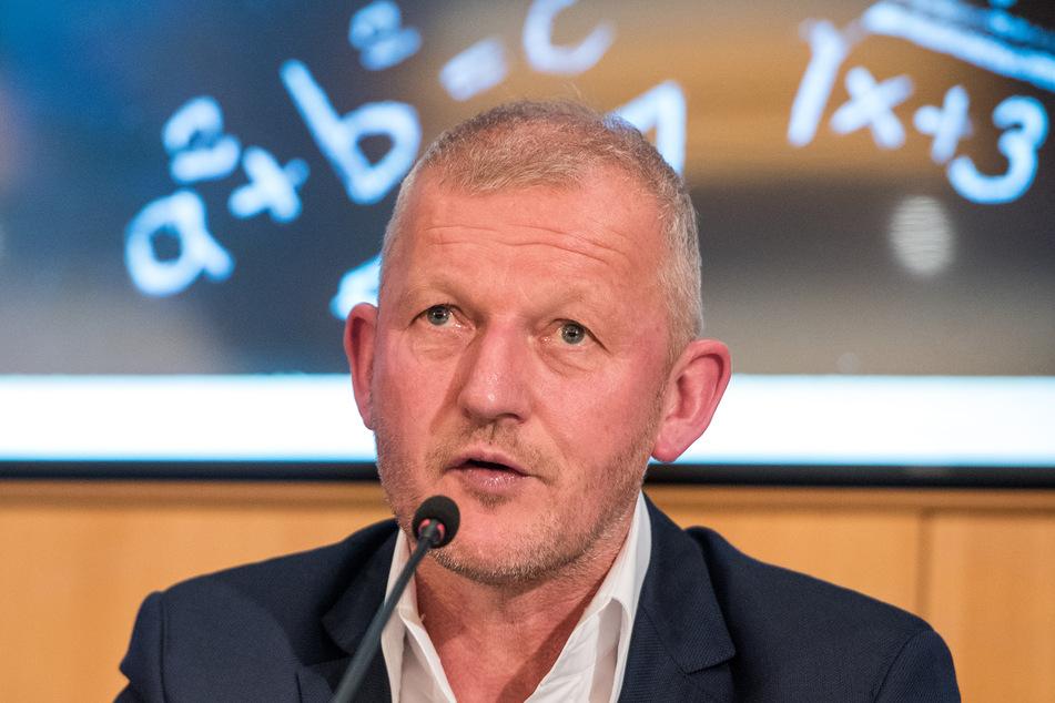 Bildungsforscher Olaf Köller spricht auf einer Pressekonferenz.