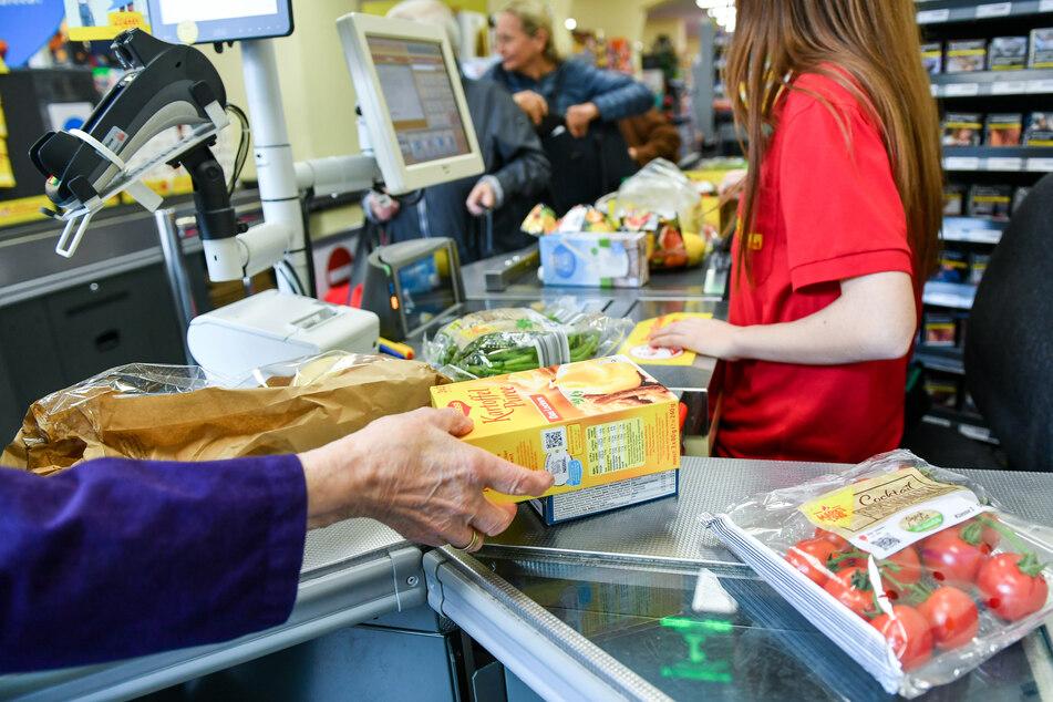 In Hamburg sind nun Supermarktbeschäftigte zum Impfen aufgerufen. (Symbolfoto)