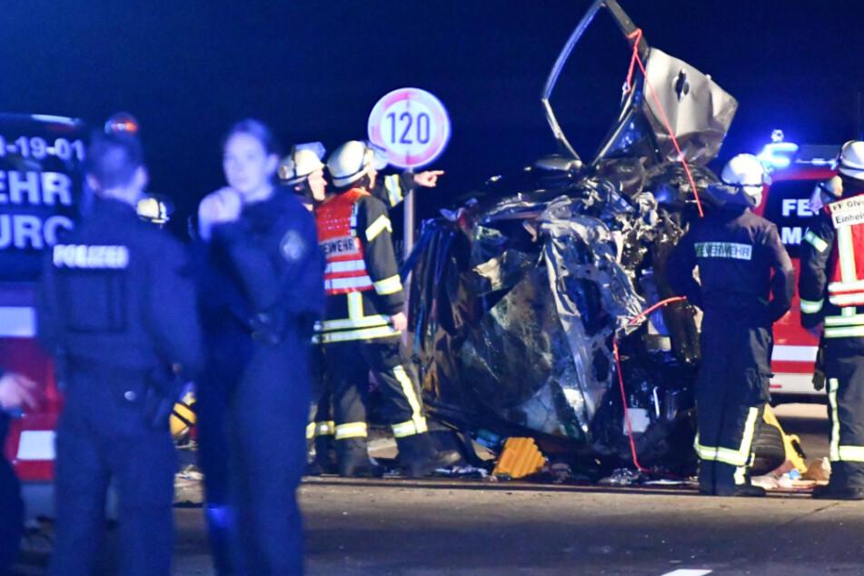 Trümmerfeld nach Geisterfahrt auf der A14: Zwei Tote und drei Verletzte
