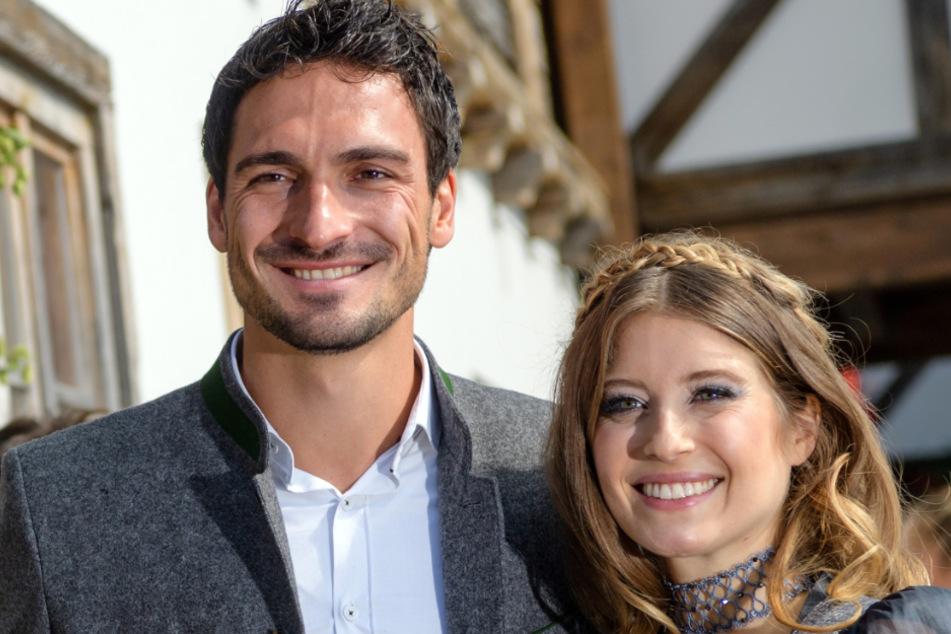 Mats Hummels (32) und seine Frau Cathy (33) beim Oktoberfest in München im Jahr 2017.