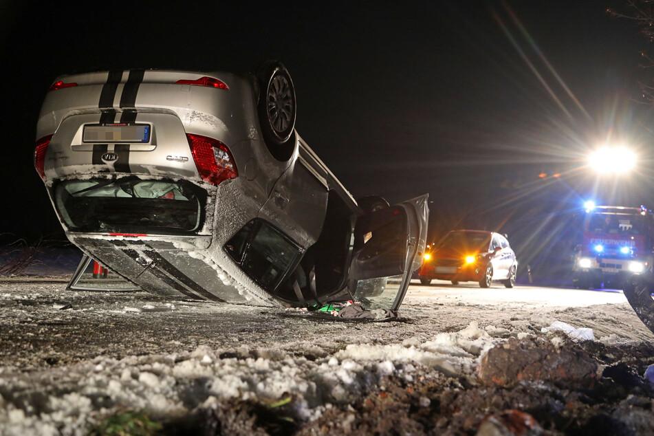 Auf dem Dach gelandet: Eine Kia-Fahrerin verlor am Dienstagabend in Meerane die Kontrolle über sein Fahrzeug.