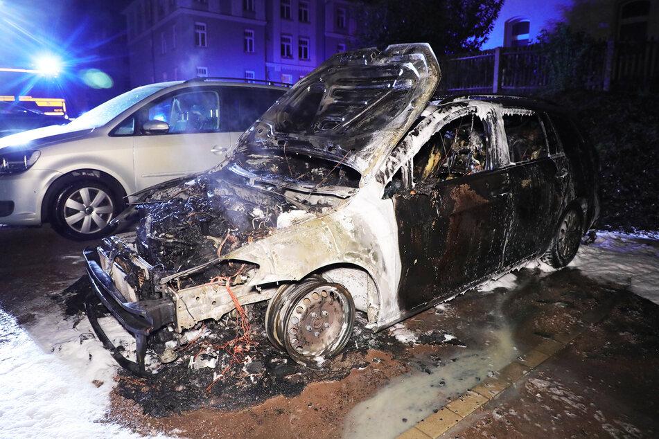 Der VW Golf war nach dem Brand am Mittwoch schrottreif.