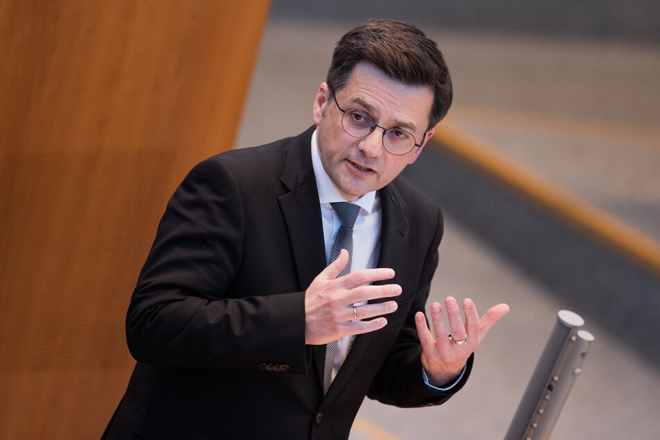 SPD-Chef Thomas Kutschaty spricht sich für eine baldige Öffnung der Gastronomie in NRW aus.