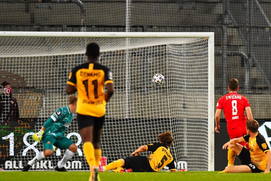 Spiel gedreht: Leon Jensen (2.v.r.) trifft zum 2:1 für den FSV Zwickau.