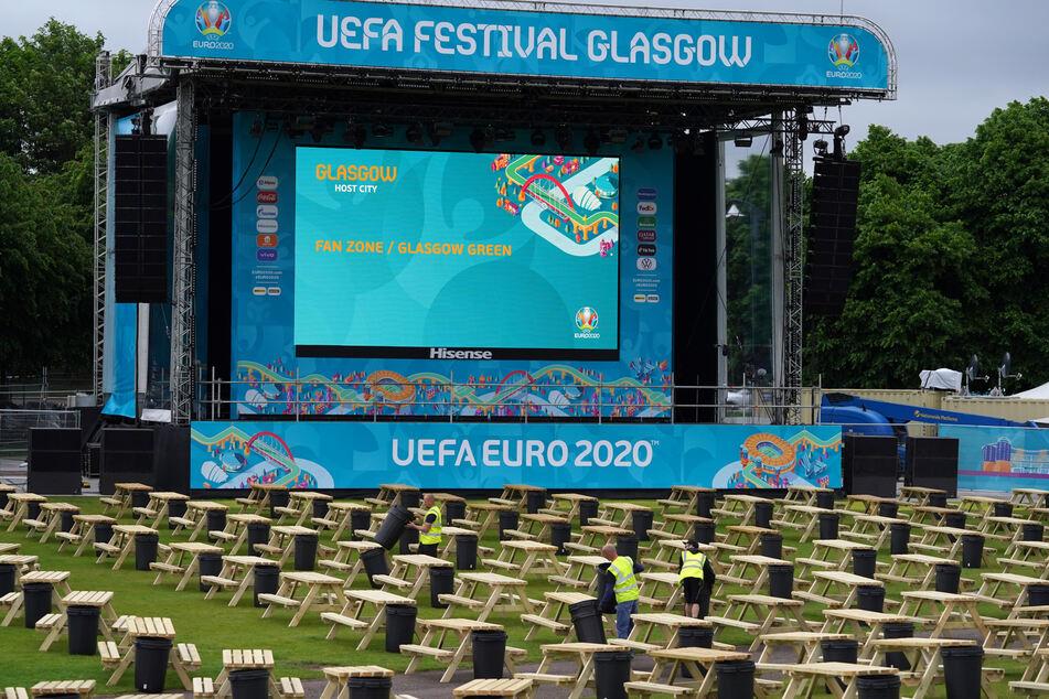 Die letzten Vorbereitungen werden für die UEFA EURO 2020 Fan Zone in Glasgow Green getroffen.