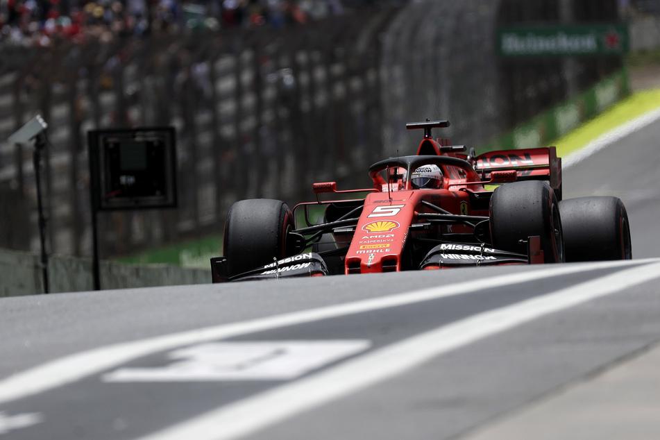 Sebastian Vettel vom Team Ferrari fährt auf der Interlagos-Rennstrecke. (Archivbild)